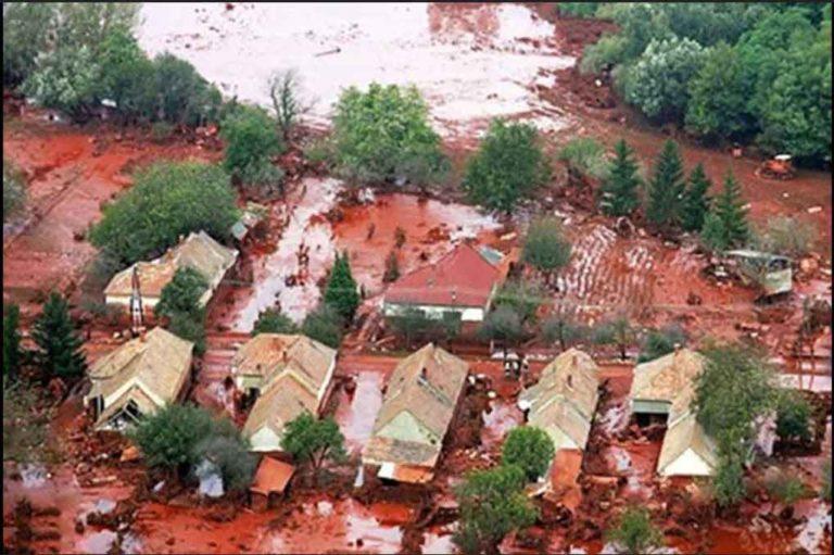 red rain in kerala