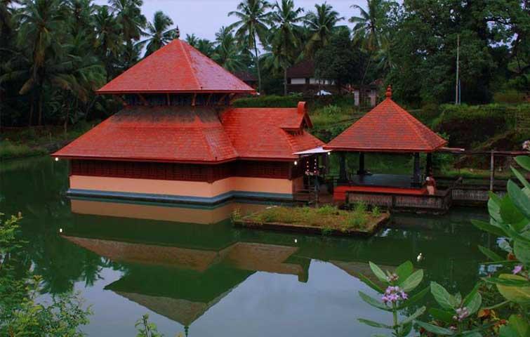 famous-ganesha-temple-india--Madhur-Mahaganapathi-Temple,-Kerala